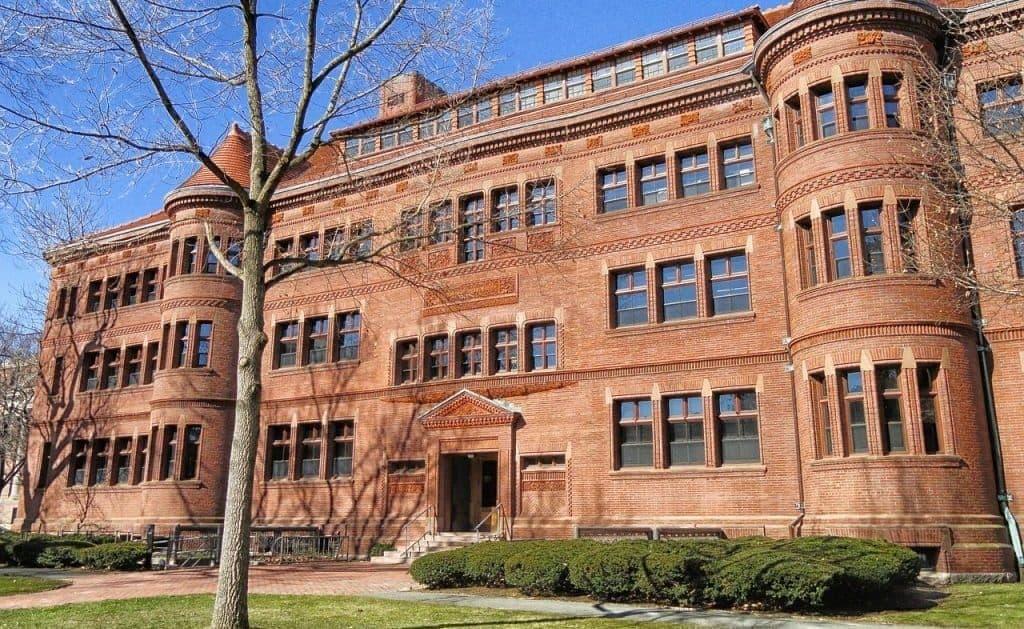 foto fachada universidad harvard